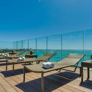 Relaxe na piscina do Meridiano Hotel em Maceió
