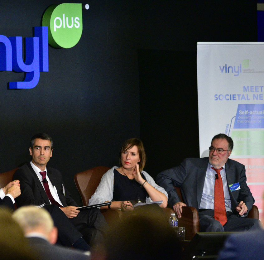 Panel Discussion at the VinylPlus Sustainability Forum 2018: from left to right - Paul Hohnen, Moderator; Representative of the Municipality of Madrid; Martina Dlabajová, Member of the European Parliament; Timoteo De La Fuente Garcia, European Commission and Nilgún Tas, UNIDO.