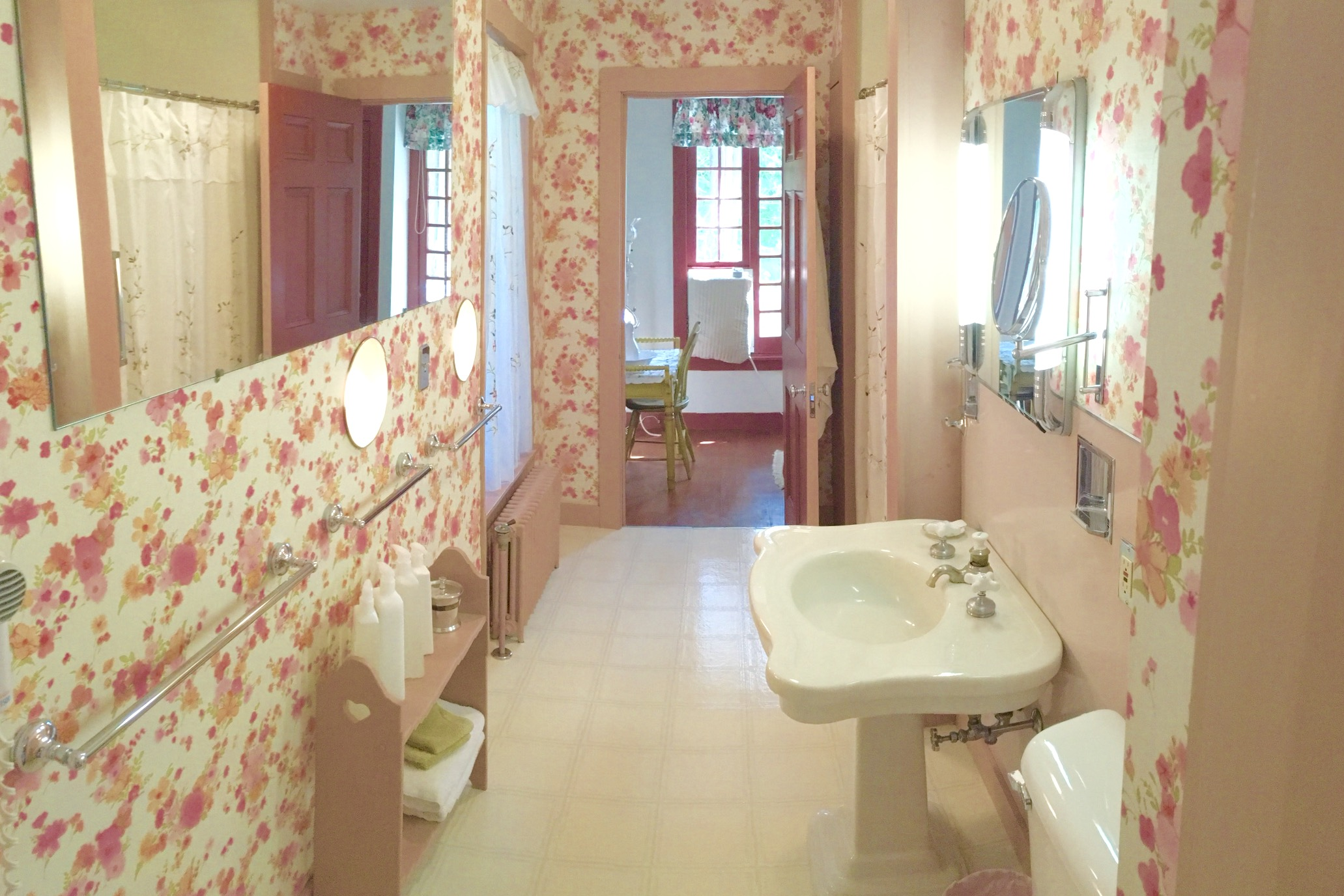Golding Suite Bathroom