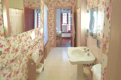 Golding Suite Bathroom