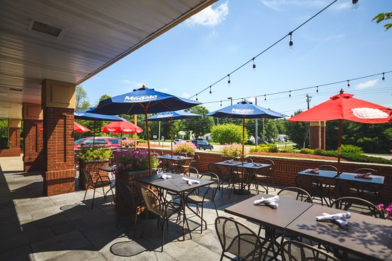 Fenton River Grill Patio