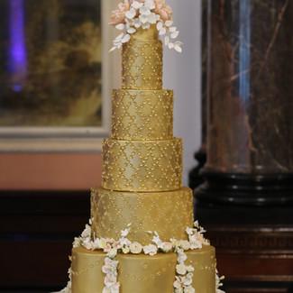 gold wedding cake.JPG