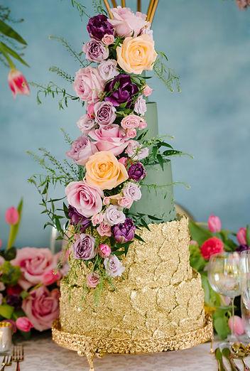 Fresh flowers wedding cake.jpg