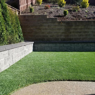 retaining wall / turf