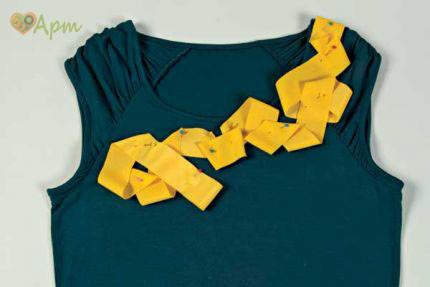 Декор футболки лентой