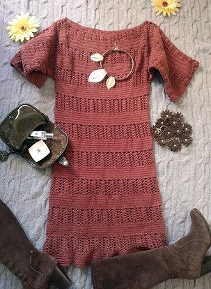 Вязанное платье ручной работы.