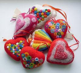 Декоративное сердце из натуральной шерсти.