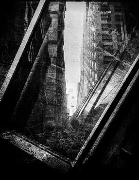 Fenêtre sur la ville (N&B)