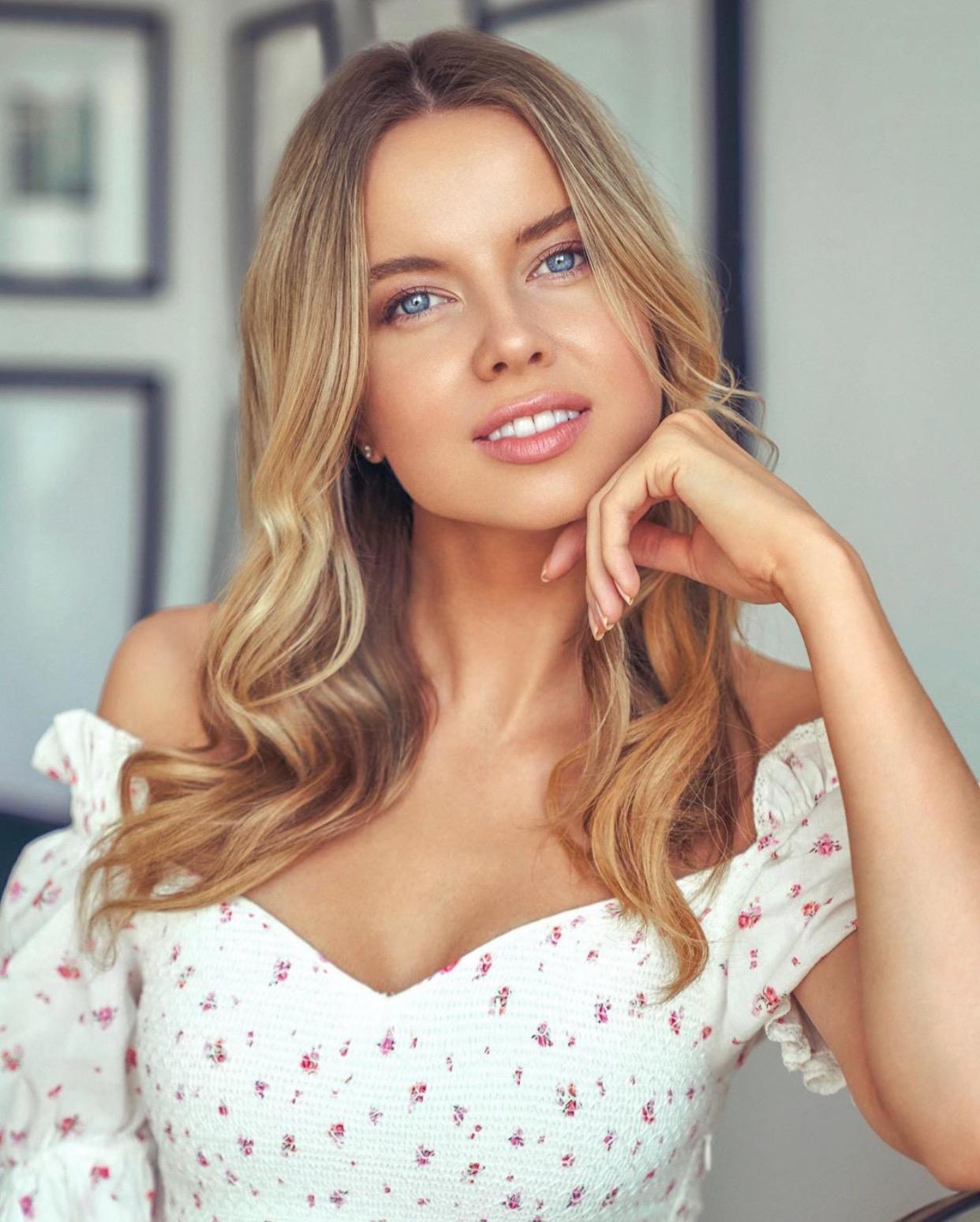 LOUSIA WARWICK