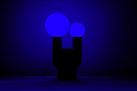 Blaues Bild der Sandstone Lampe von David Taylor und Sandhelden