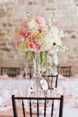 romantic_floral_centerpiece_with_pink_roses_and_hydrangeas__full