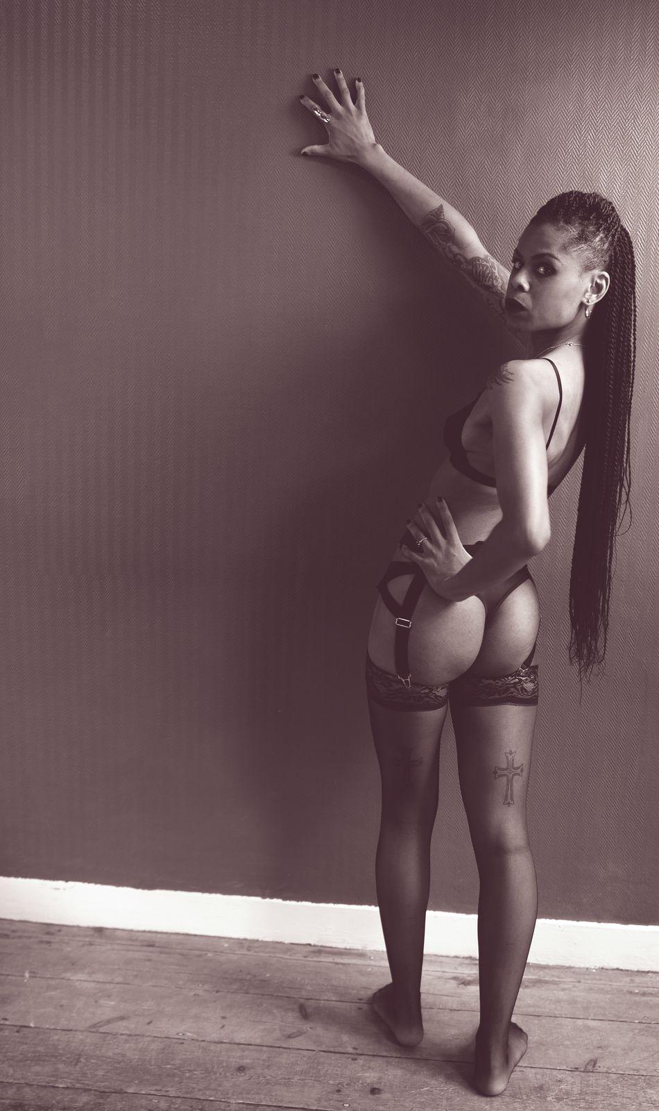 Be Barock Nude Art Dark Model