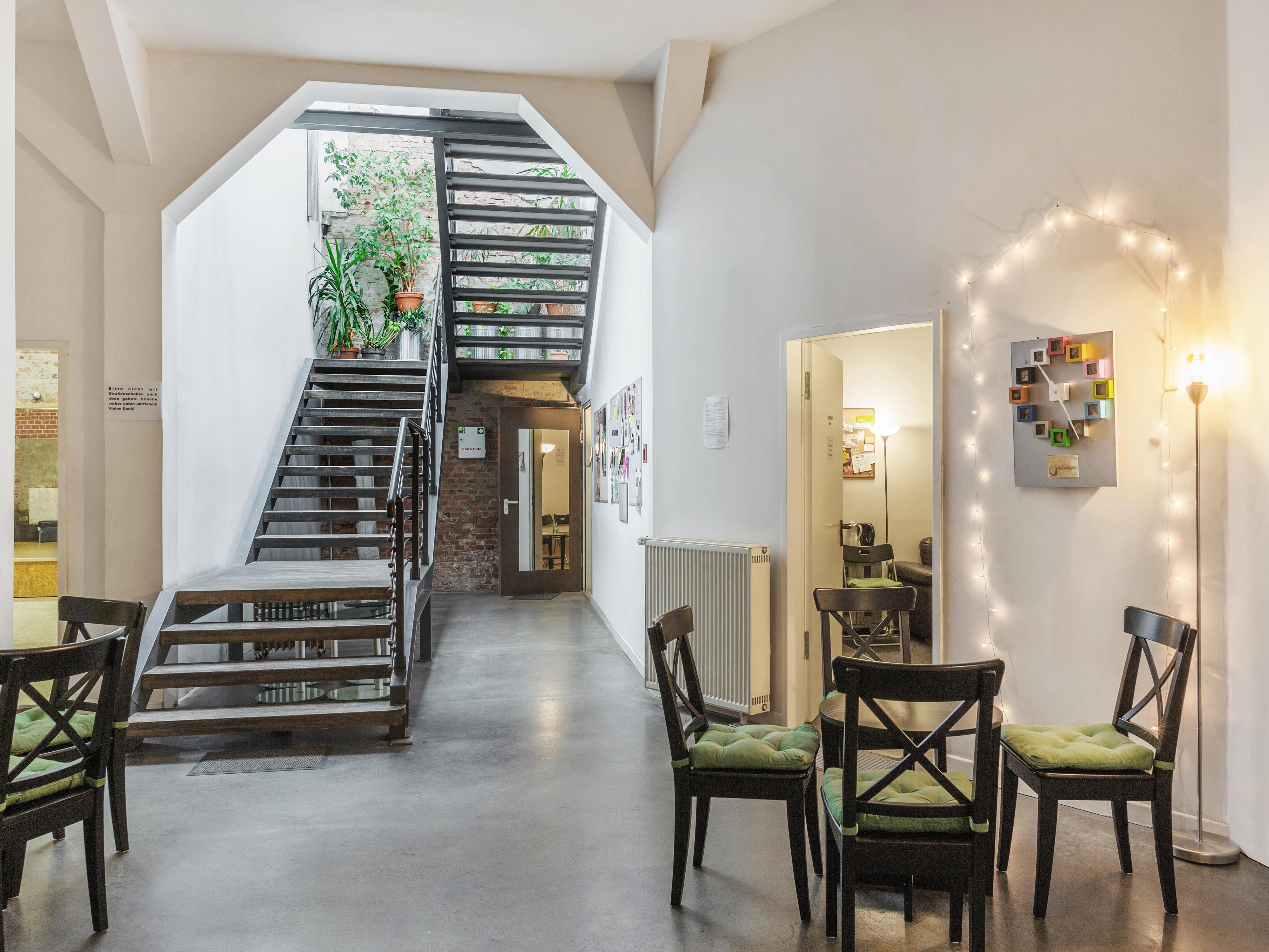 Foyer und Aufgang in die Räume 1 und 2