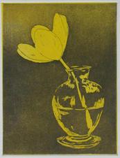 Flor amarilla en florero