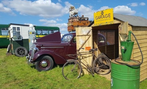 Garage set Vintagehoot.uk 2.jpg