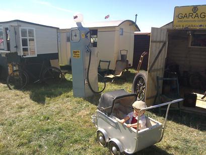 Garage set vintagehoot.uk 4.jpg