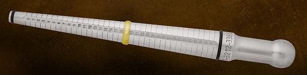 d7bb1892f Fique atento na hora de utilizar um anel como parâmetro  ele deve ser usado  no mesmo dedo que se pretende medir! É muito comum que dedos  correspondentes da ...