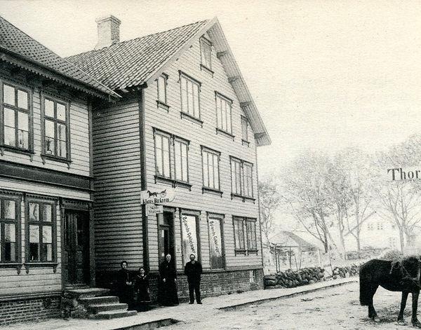 1943_Butikken_og_''fabrikken''_for__The_