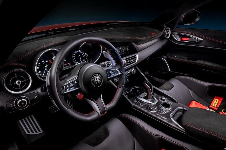 Alfa-Giulia-GTA-2020_salpicadero.jpg