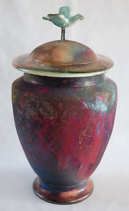 Vase avec oiseau perché