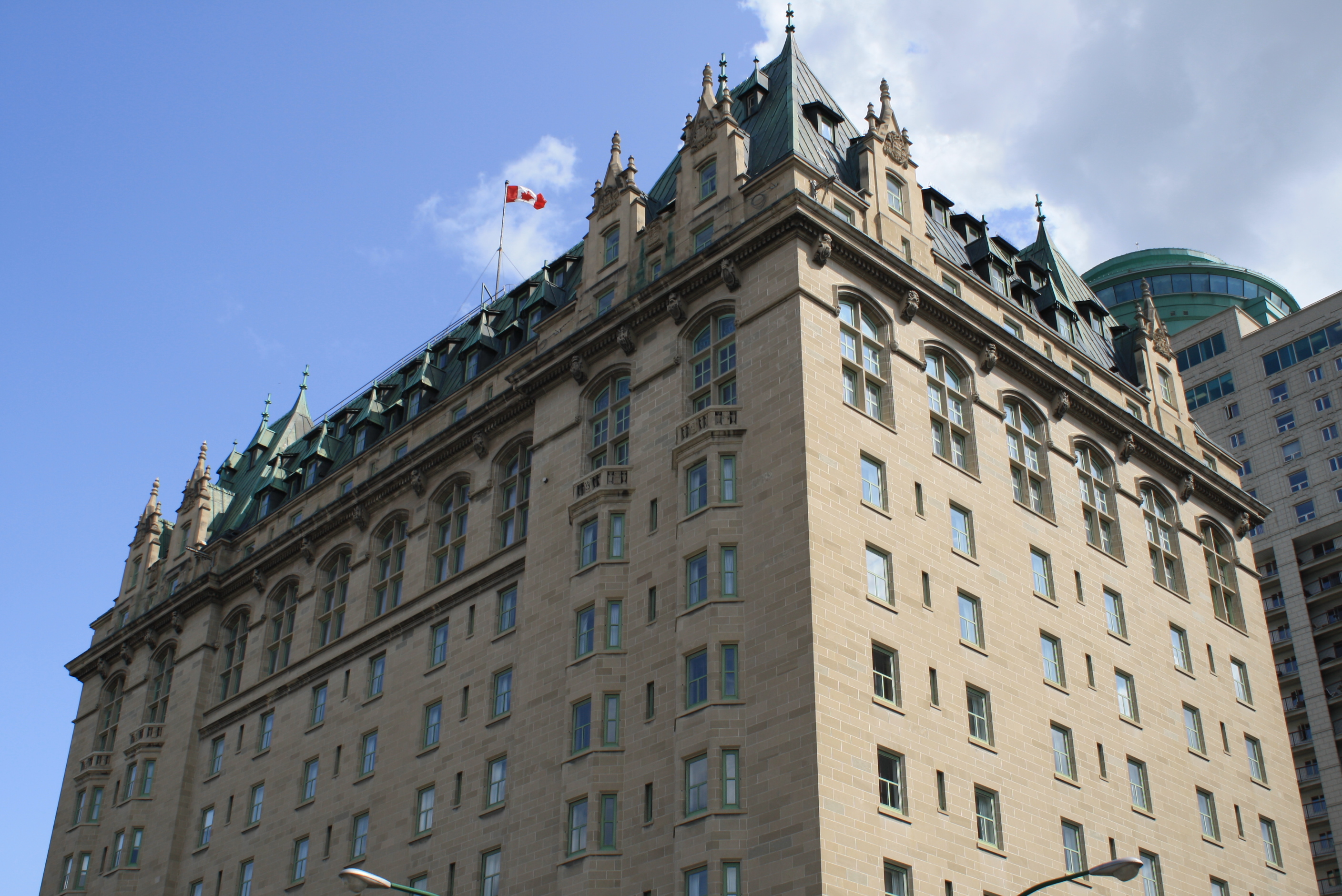 1214_ext_hotel_fort_garry