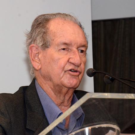 Aos 94 anos, Bariani Ortencio concorre ao prêmio Kindle de literatura