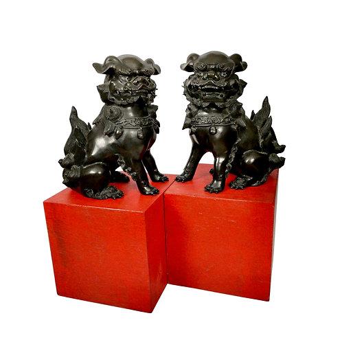 Set of 2 bronze Shishi Okimonos, signed by Shuzan Hideyama, Showa early 20th C
