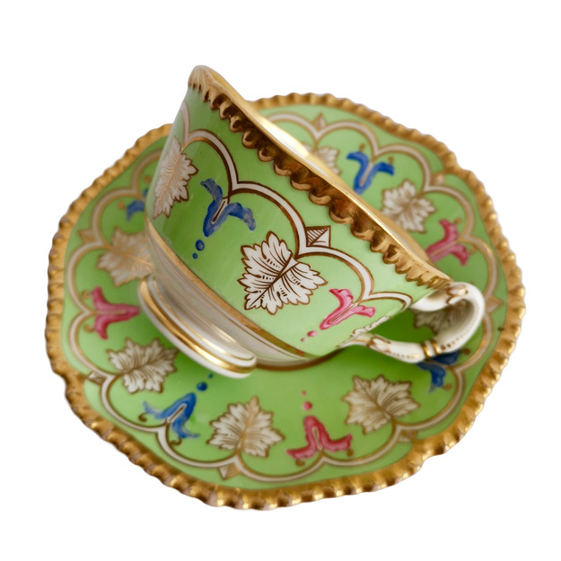 Flight Barr & Barr teacup, green with acanthus, ca 1820