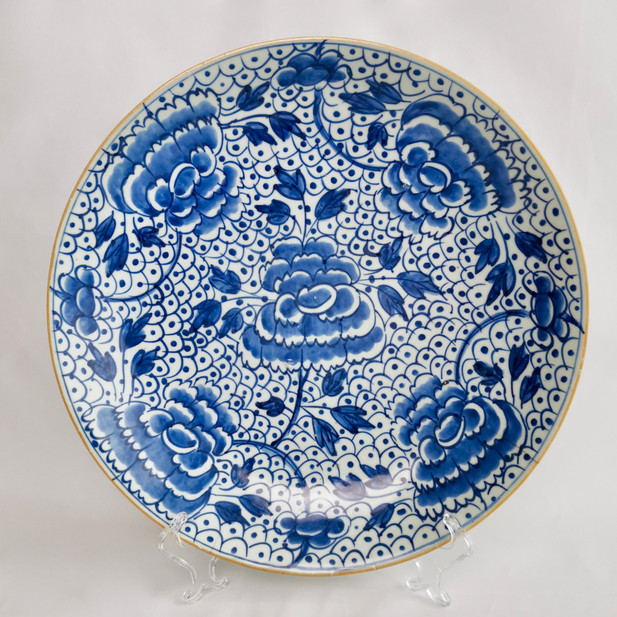 Chinese Export charger with peonies and frogspawn, KangXi early 18th C