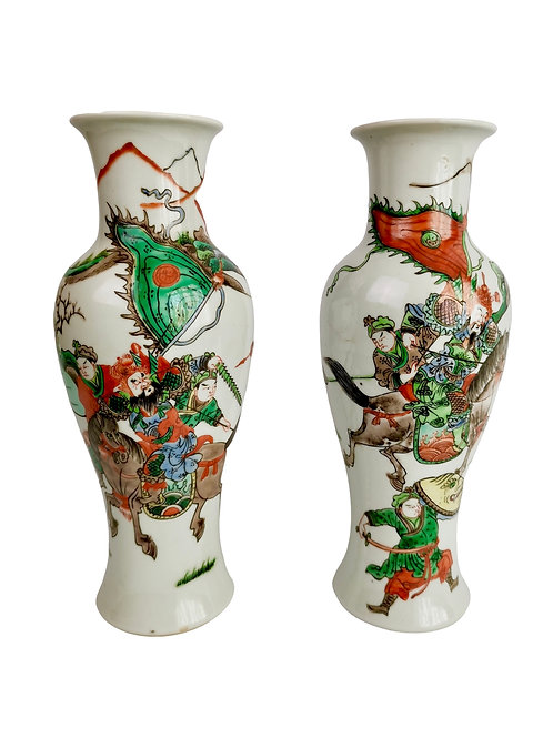 Set of 2 Chinese Export vases, warriors in Kangxi style, 19th C