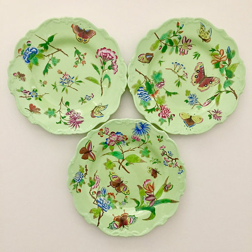 Set of 3 plates, flowers and butterflies, Minton 1820s