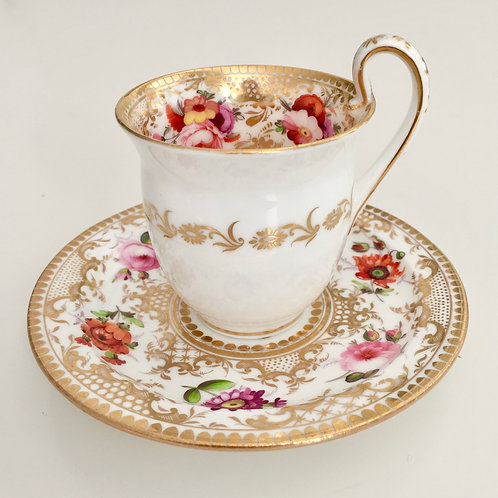 Coffeecup, hand painted flowers on Empire shape, Coalport ca 1820