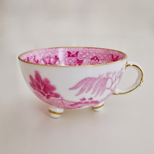 Minton orphaned footed teacup, pink Pagoda pattern, ca 1840
