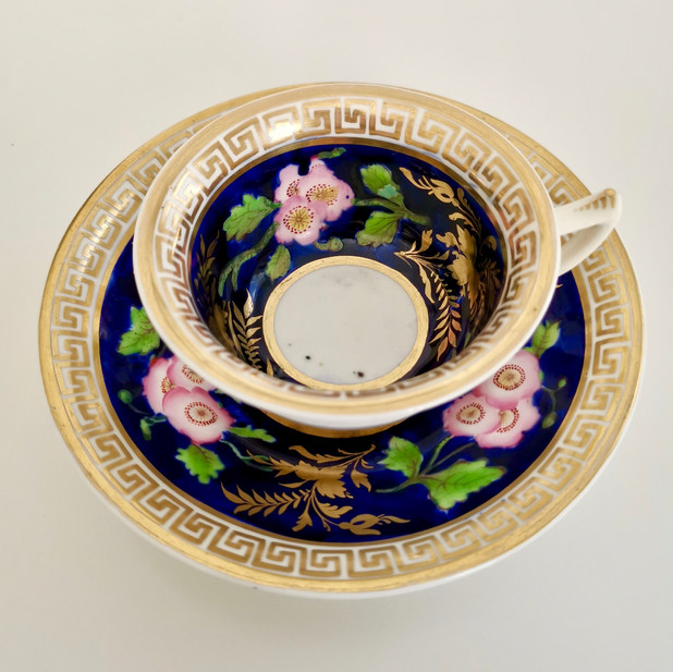 Hilditch teacup with dog roses, ca 1820