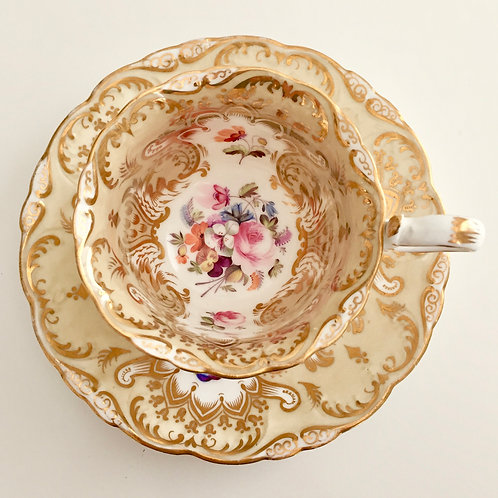 Coalport coffeecup, Adelaide shape with flowers, ca 1840