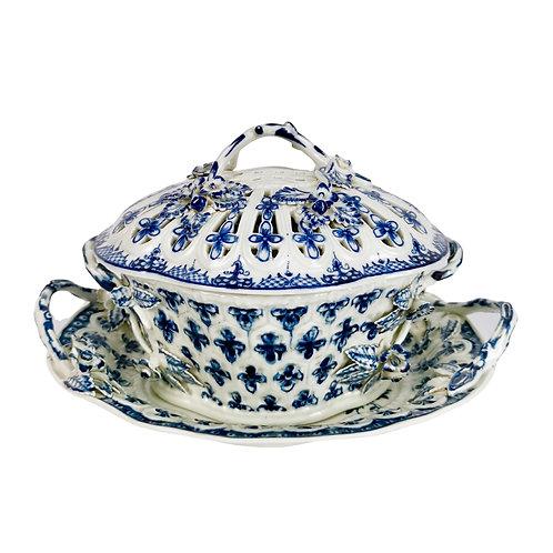 Worcester chestnut basket, blue on white pine cone pattern, ca 1770