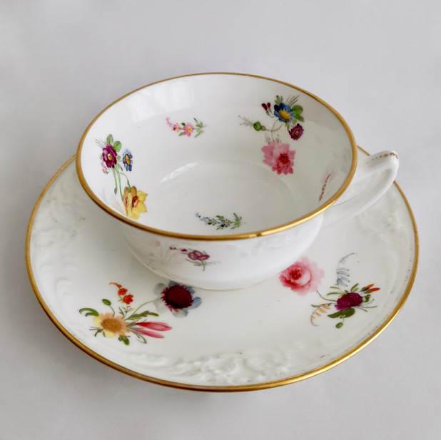 Davenport teacup, fine moulding and flowers ca 1825