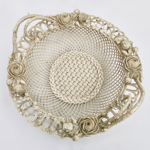 Superb Belleek porcelain basket with Union flowers, 1st Period 1863-1891
