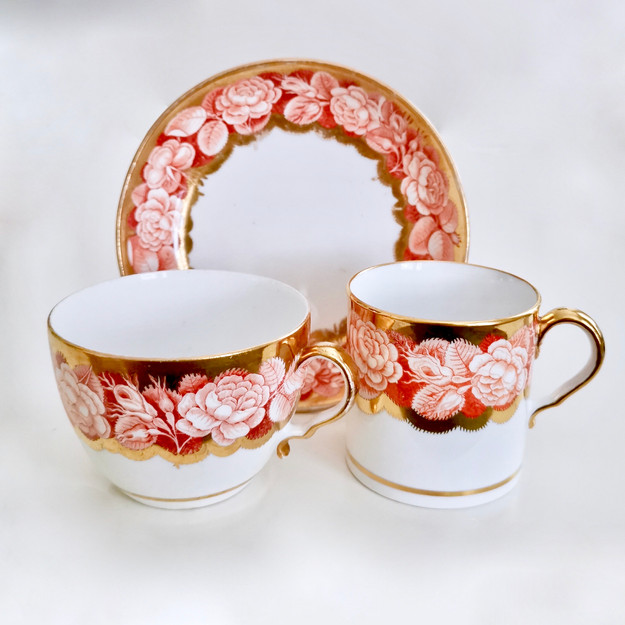 Spode pluck and dust trio with rose border, ca 1806
