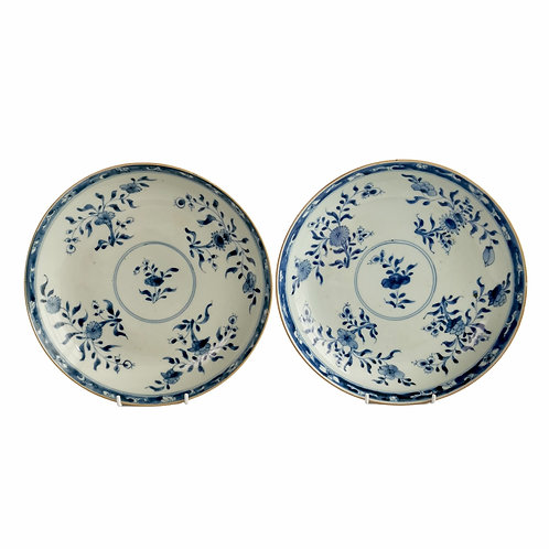 Pair of Chinese Export plates, blue and white flowers, Kangxi ca 1730