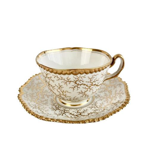 Flight Barr and Barr teacup, gilt seaweed pattern, ca 1820