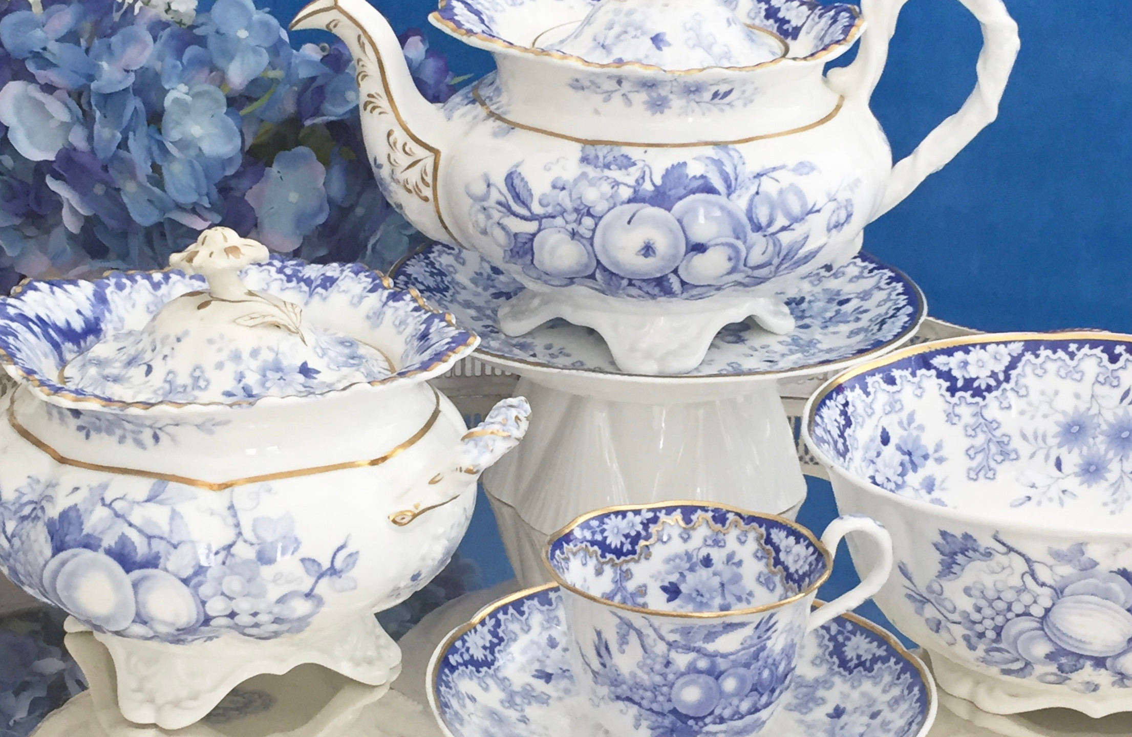 Minton Berlin-embossed tea service