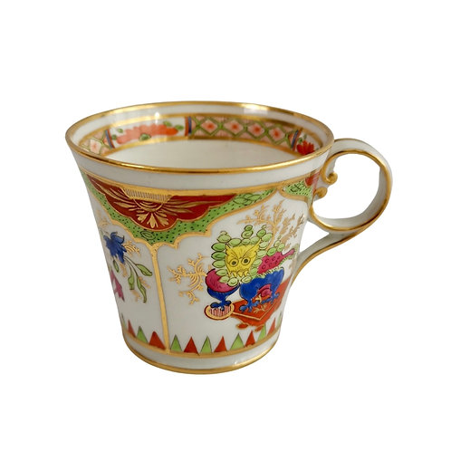 Chamberlain's Worcester orphaned coffee cup, Dragons in Compartments, ca 1810
