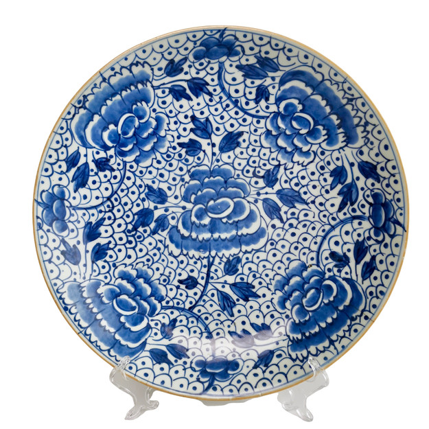 Chinese Export charger with peonies and frog spawn, late Kangxi era