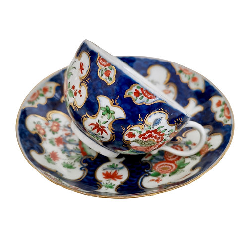 Worcester teacup and saucer, blue scale Kakiemon, 1st Period ca 1765