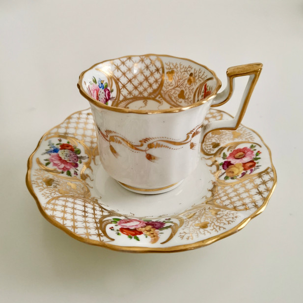 Davenport coffee cup, gilt and flowers ca 1825