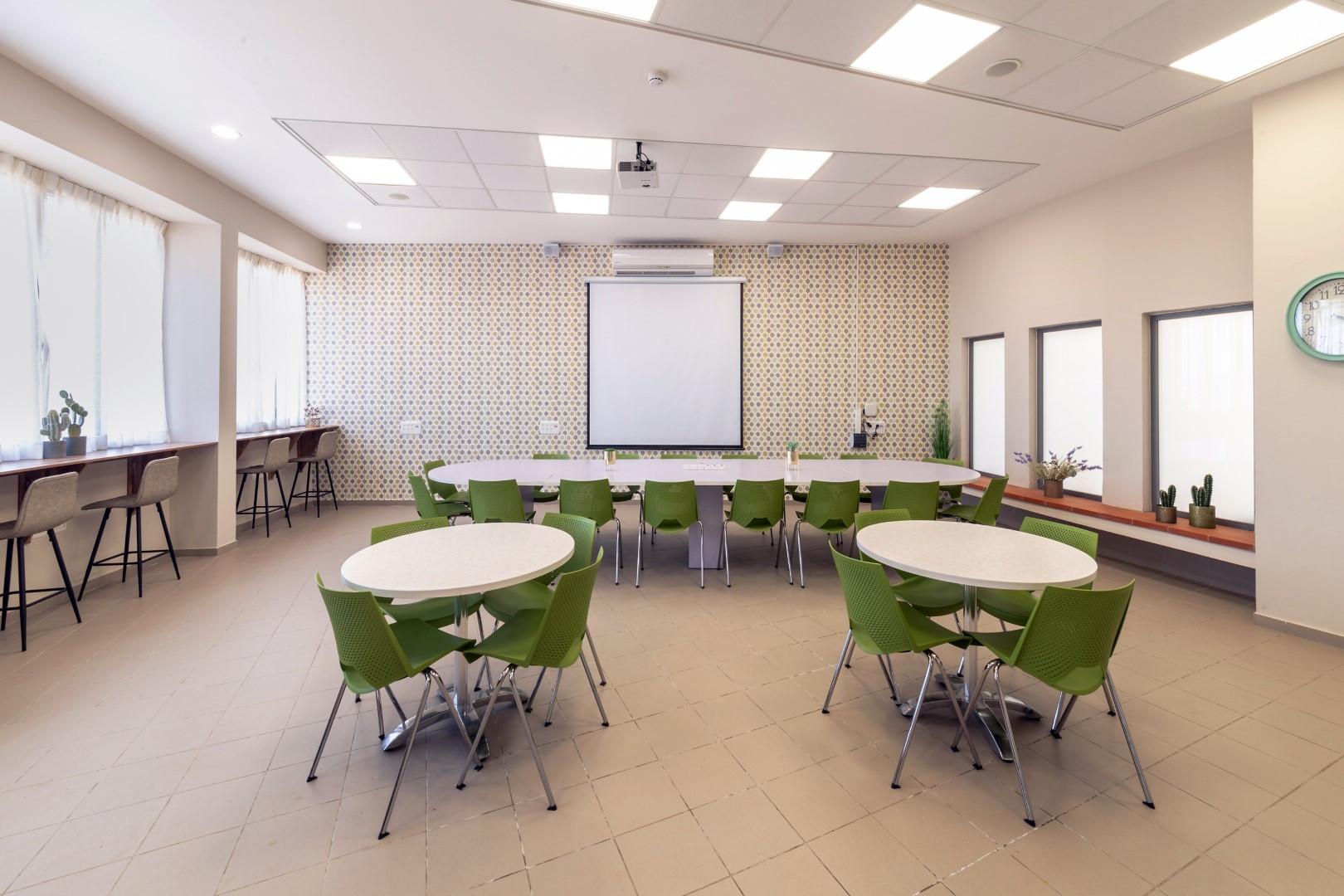 חדר מורים בעיצוב הדס פילובסקי-רון