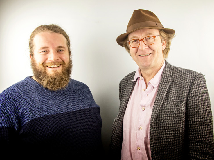 David Roche gyda mentor John Hardy