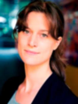 Carlijn Metselaar headshot 2.jpg