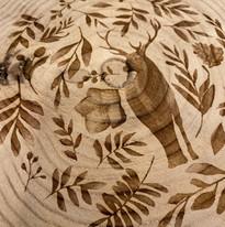 Rondin de bois gravé